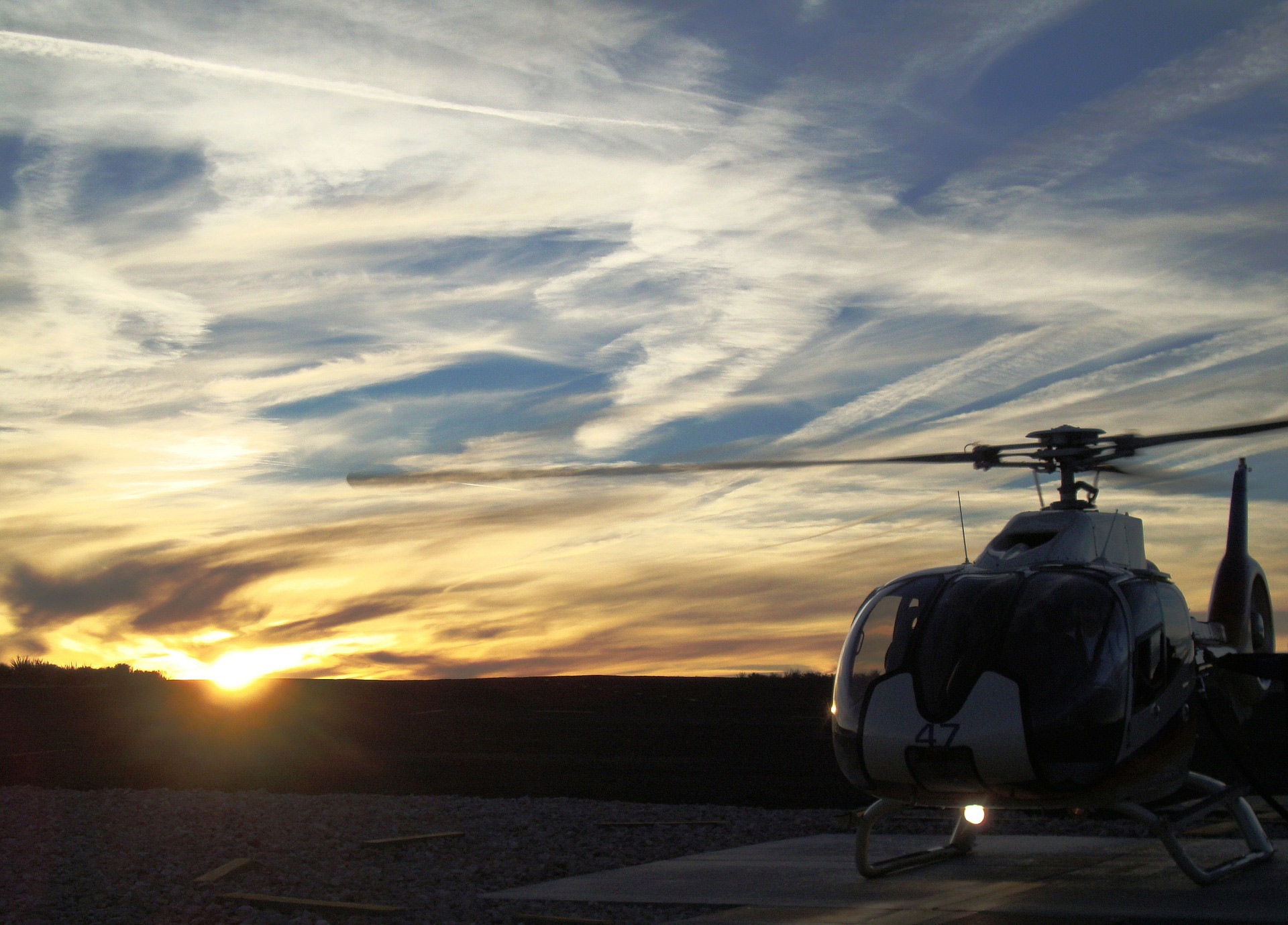 aero-dynamic-helikopter-sunset